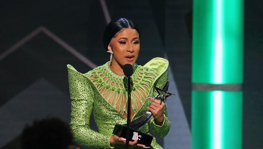 Cardi B reçoit le prix du Meilleur album de l'année 2019 aux BET awards de Los Angeles, le 23 juin 2019