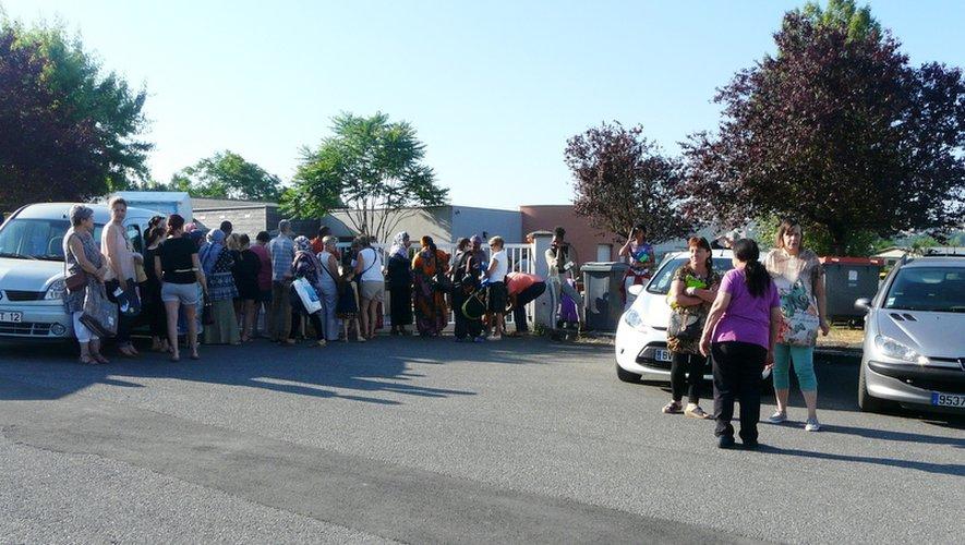 Beaucoup de monde attendait l'ouverture des portes.