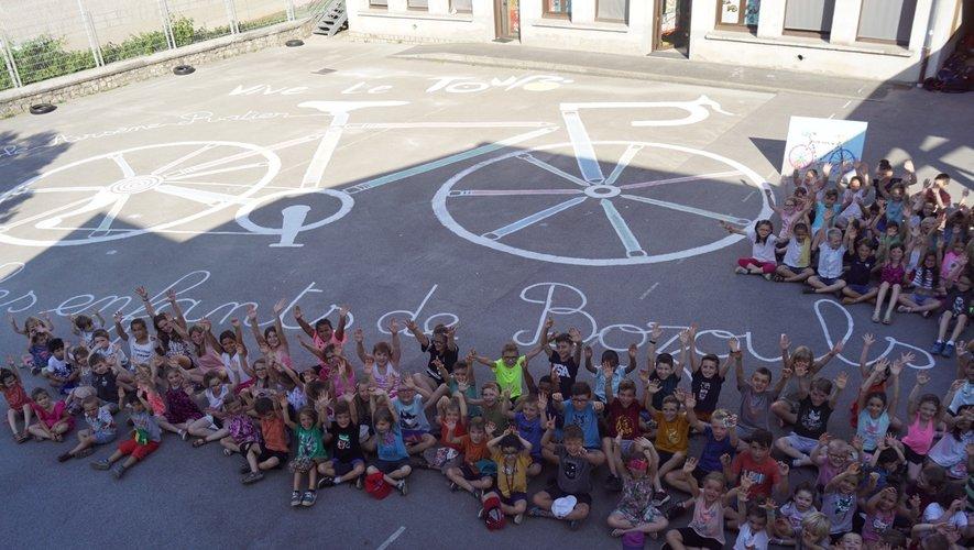 Les élèves fiers de leur réalisation.