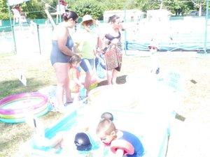 Enfants et parents ont participé à des jeux sur le thème de l'eau.