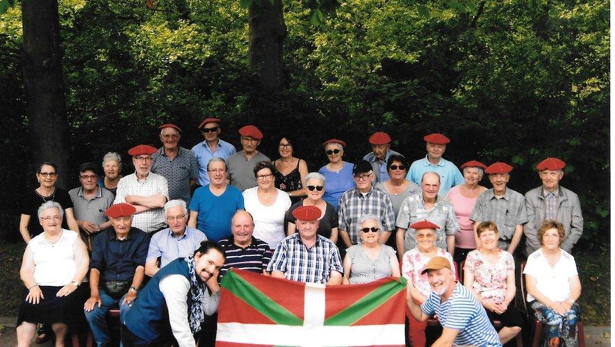 Les adhérents de la FNACA du Bassin ont découvert les traditions du Pays basque.