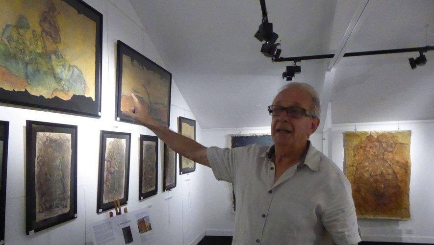 Daniel Delpech présentant le nouvel espace d'exposition.
