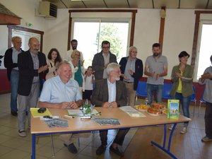 Jean Valadier, maire d'Argences en Aubac et Didier Duboisset pour la fédération des Stations Vertes ont signé la convention ce dimanche.