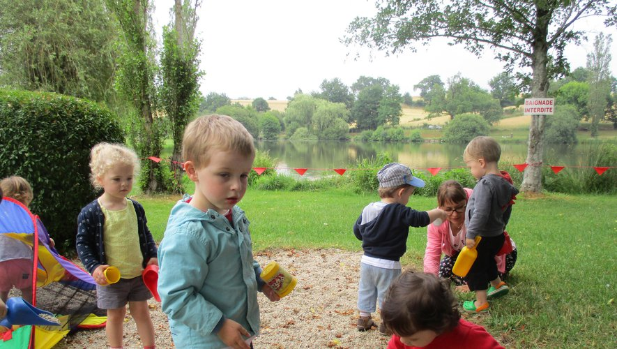 Les enfants ont profité des jeux en plein air.