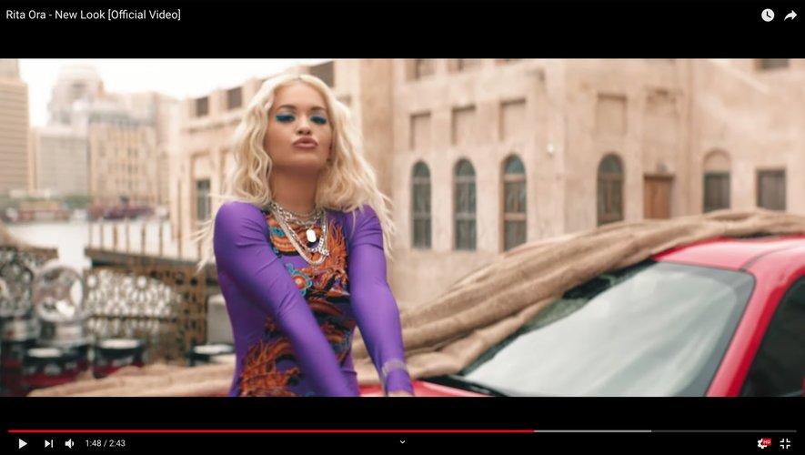 "Rita Ora dans son nouveau clip ""New Look""."