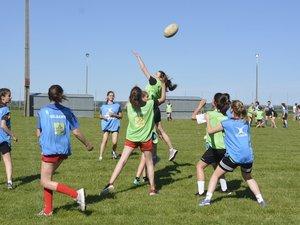 Des jeunes filles de LSA XV évoluant dans la catégorie mixte – 15 ans.