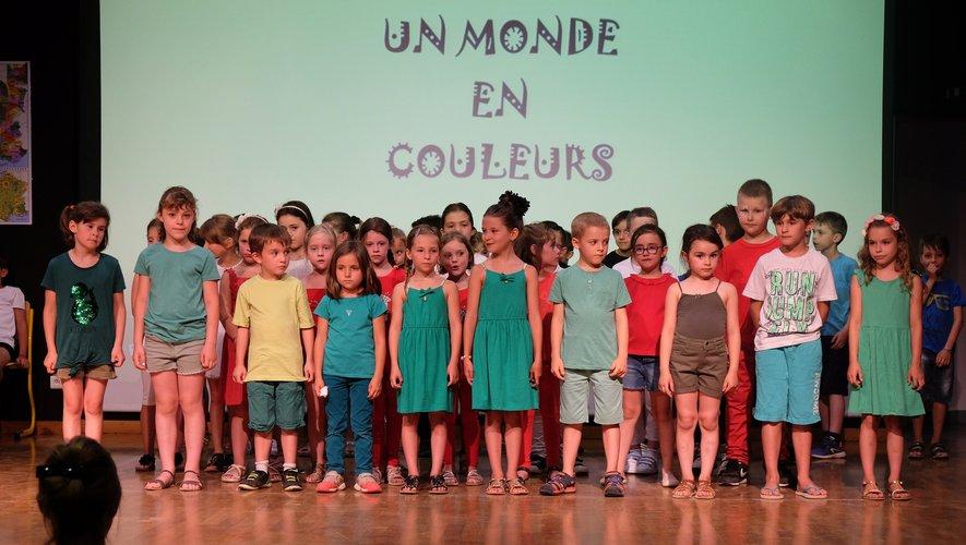 Les enfants ont chanté les couleurs pour terminer en beauté cette année scolaire.