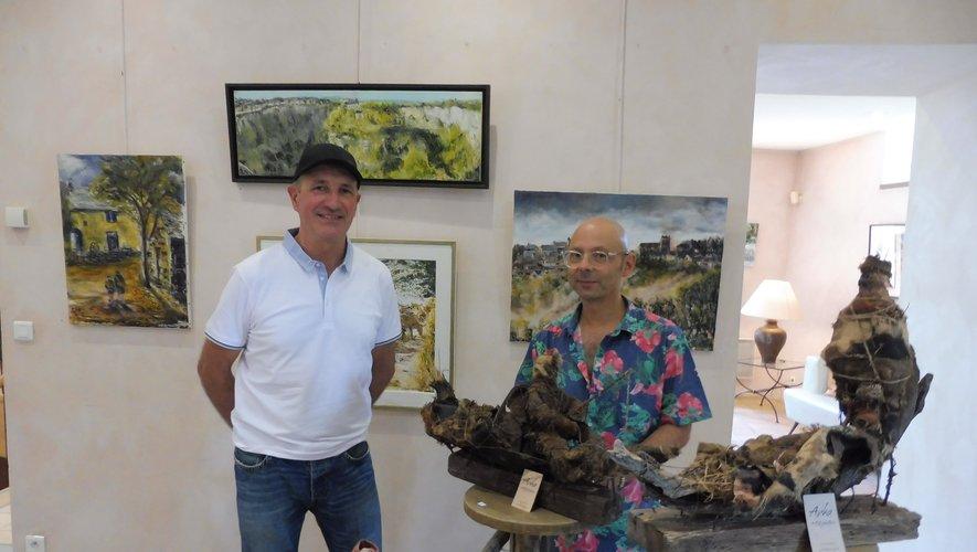 Christian Camviel et Jean-Michel Cavalli devant quelques-unes de leurs œuvres.