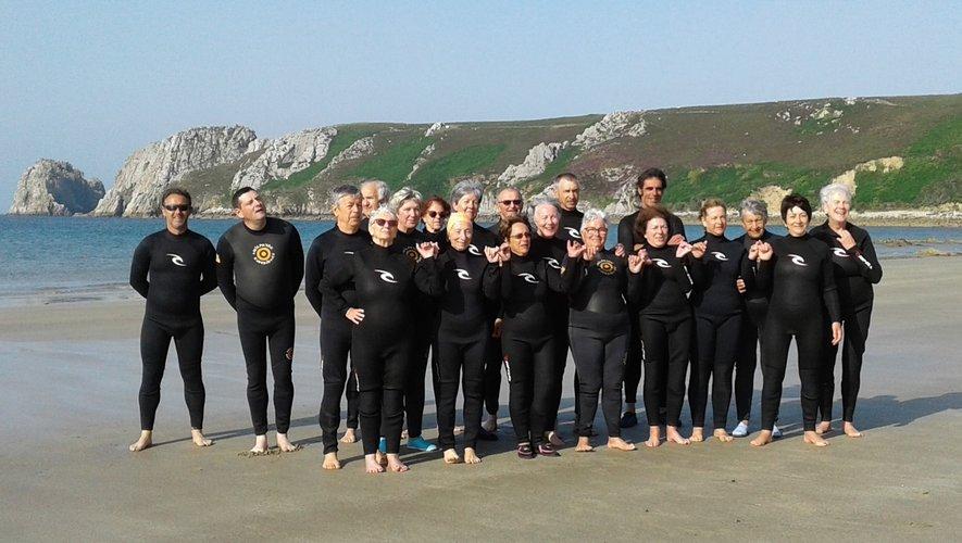 Les retraités sportifs sur la plage.