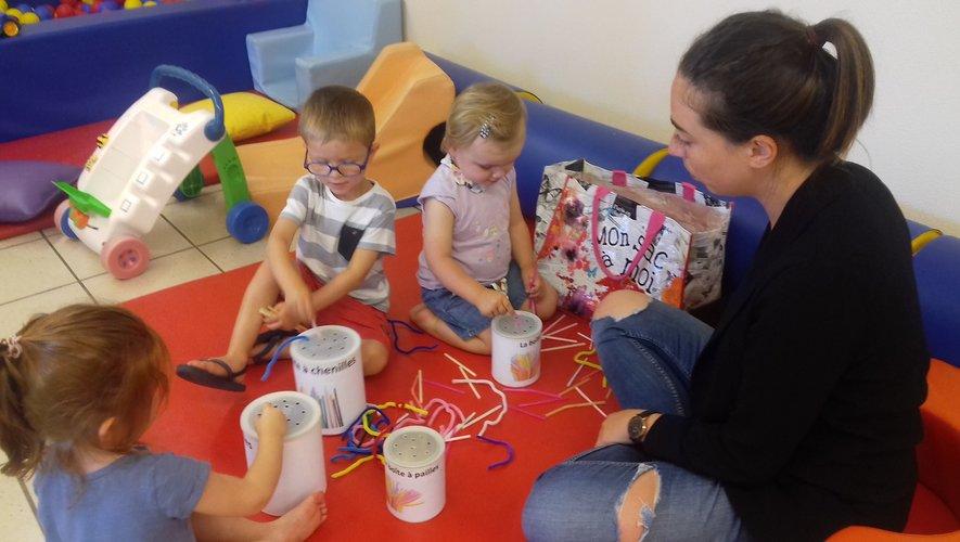Tiffany propose des ateliers ludiques, créatifs aux  jeunes enfants .