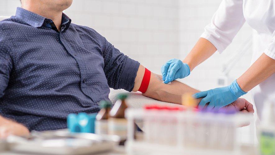 La période d'abstinence d'un an que doivent actuellement respecter les homosexuels pour pouvoir donner leur sang en France sera réduite à 4 mois à partir du 1er février 2020