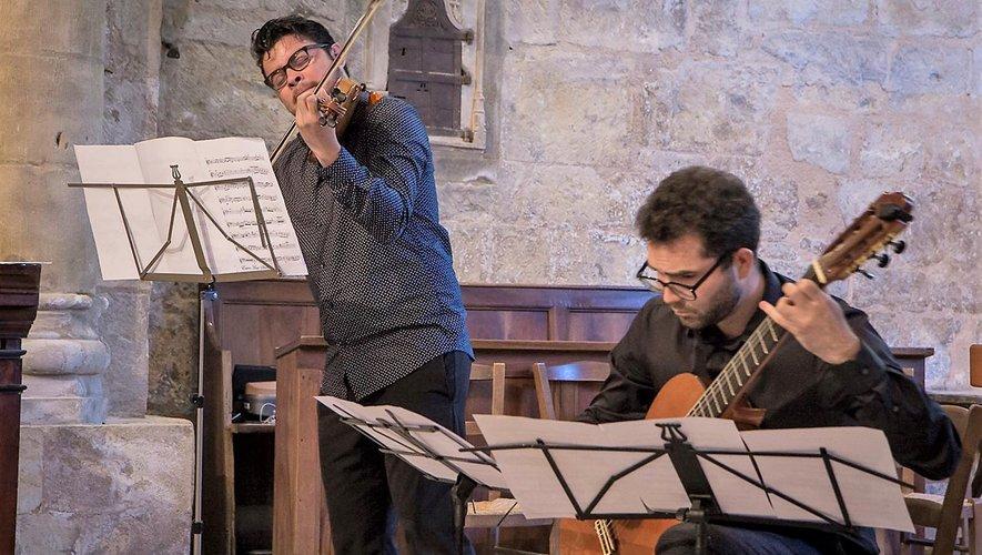 Concert du 13 juillet, Fredrerik Camacho et Roberto Cano : un duo guitare violon émouvant.