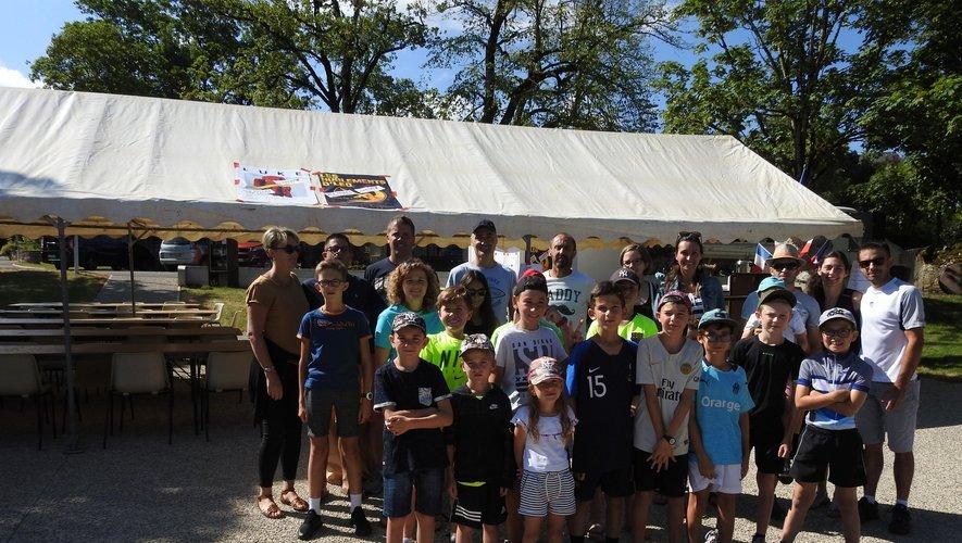 Écoliers et Parents d'Élèves ont rassemblé les spectateurs du  Tour de France.