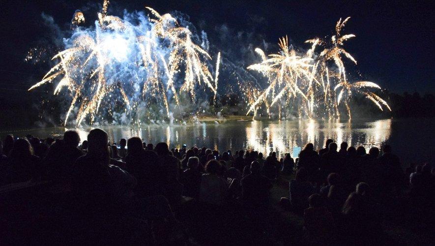 Le feu d'artifice a ravi le nombreux public présent.