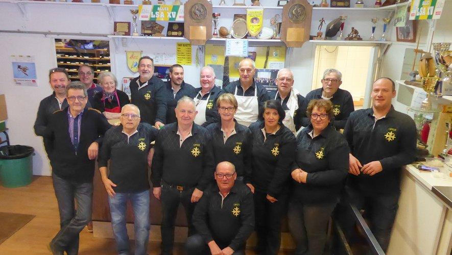 L'équipe de bénévoles qui organise les incontournables déjeuners du dimanche matin à la maison du rugby à La Primaube.