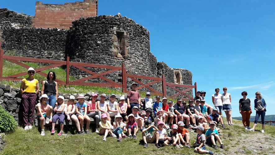 Les élèves ont découvert le châteauet ont participé à différents ateliers.