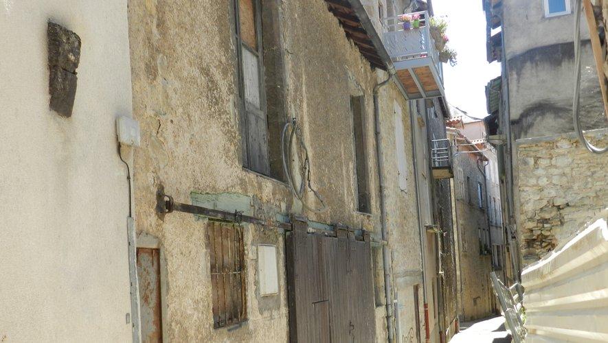 La commune va acheter cet immeuble vacant et en mauvais état de la rue de la Miséricorde.En face, trois autres immeubles font l'objet d'un arrêté de péril.