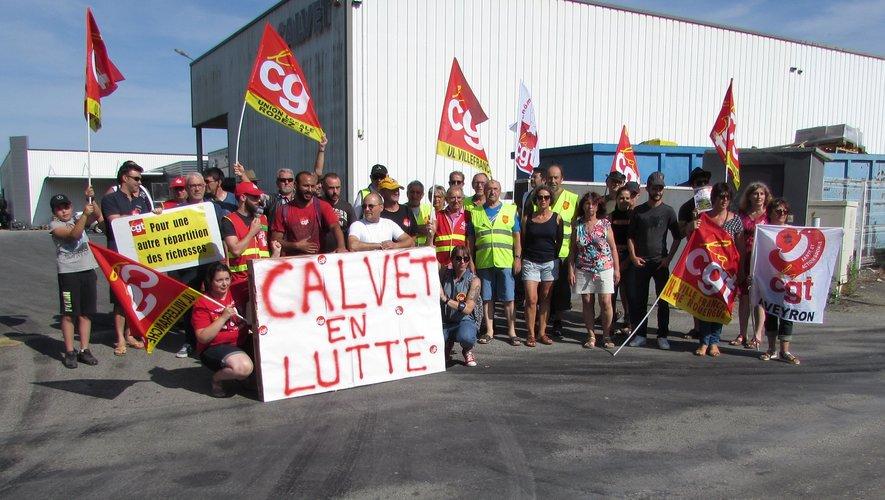 Le regroupement devant l'entrée de l'entreprise,route de Montauban.