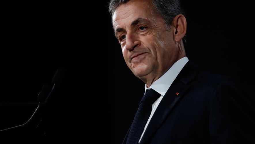 """L'ancien président de la République française Nicolas Sarkozy est en tête des ventes de livre avec son ouvrage """"Passions""""."""