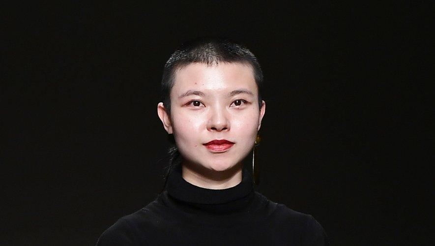 La créatrice chinoise Angel Chen lors du défilé de sa marque à Milan le 20 septembre 2017