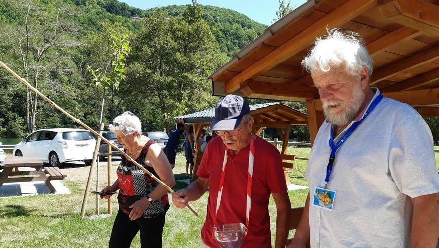 À la pêche M. et Mme GrimalLes vainqueurs du rallye.