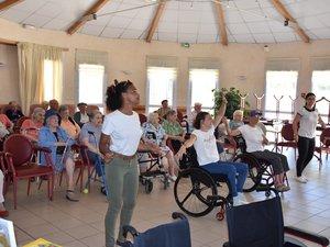 Démonstration de dance avec le handicap aux Caselles.