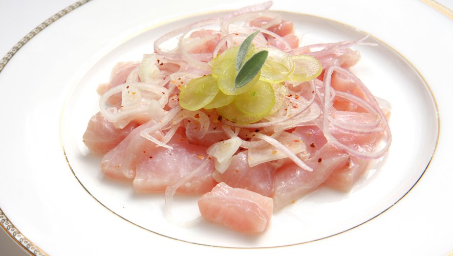 On cuit obligatoirement le poisson du ceviche dans du jus de citron