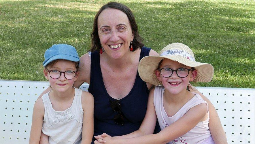 Frédérique Sola entourée de ses filles.