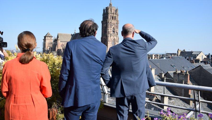 Le maire de Rodez a montré la superbe vue sur la cathédrale depuis son bureau, au 4e étage.