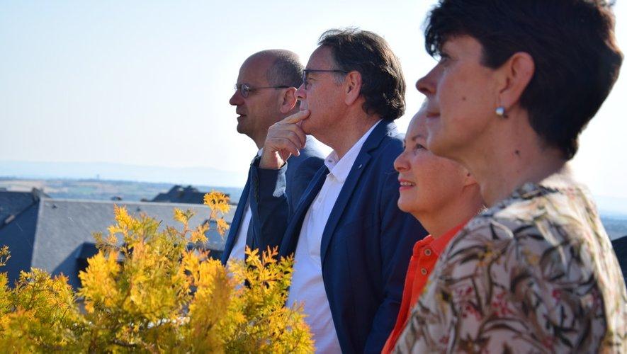 Le ministre Jean-Michel Blanquer, en compagnie de Christian Teyssèdre, de la préfète et des élus de Rodez.
