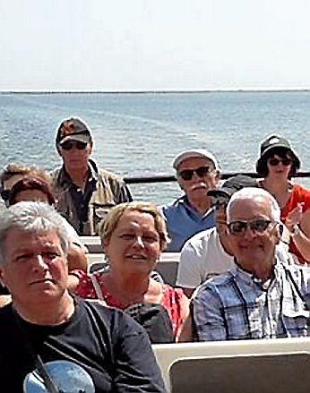 Les aînés se sont baladés sur l'étang à bord d'un bateau à Marseillan.
