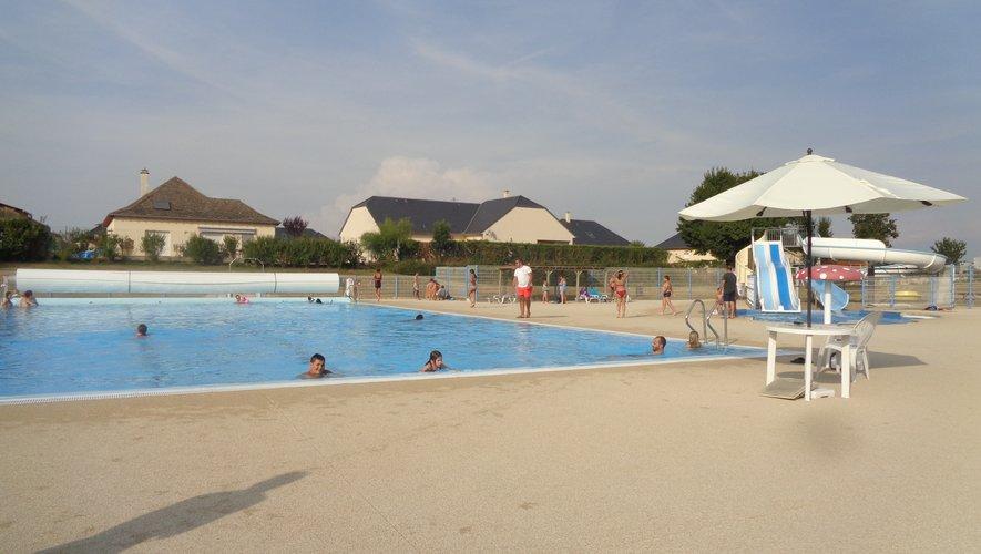 La piscine de Laissac attendles nageurs.