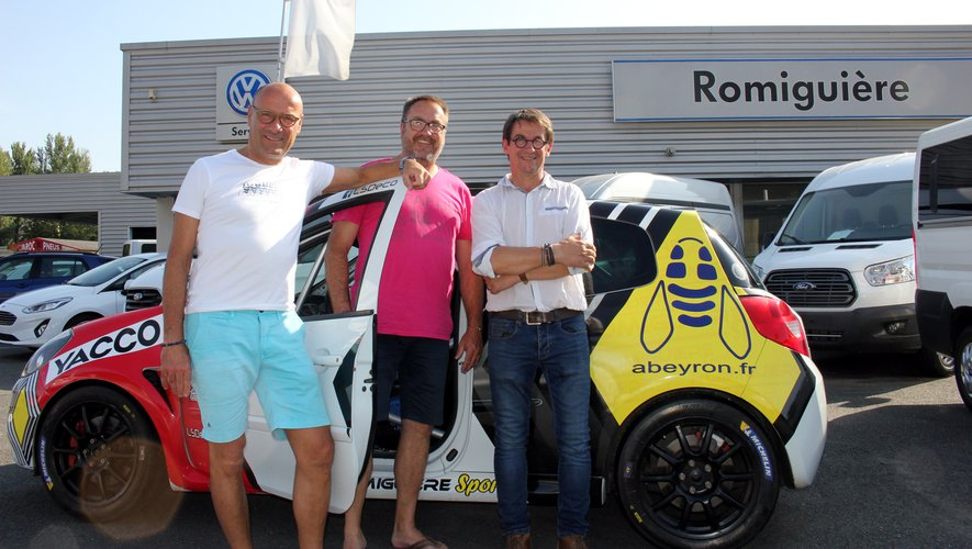 Jean-Michel Dupin entouré de deux sponsors : Daniel Montillet (Abeyron) et Gilles Romiguière (garage Romiguière). / Photo BHSP.