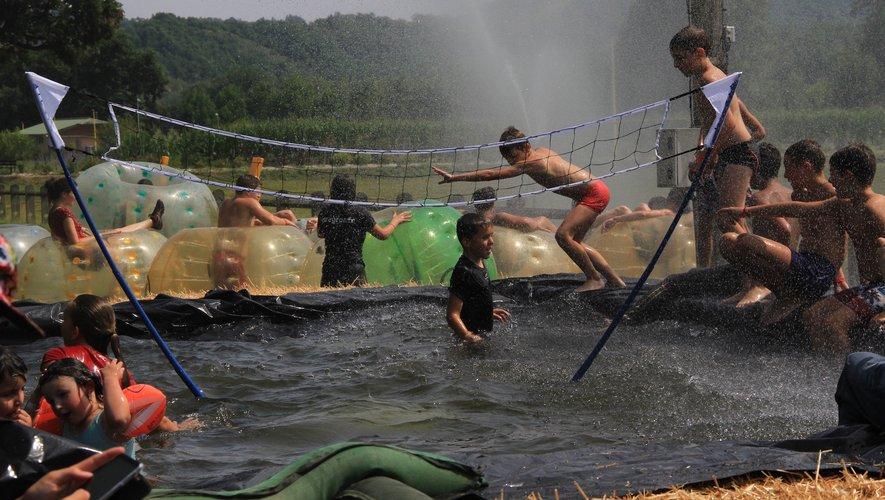 Volley piscine, bubble foot