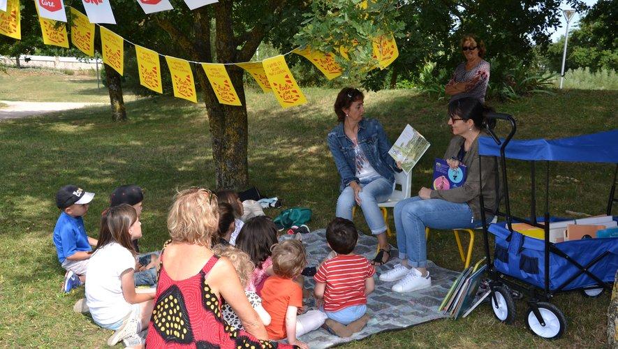 Le bonheur de la lecture sous les arbres !