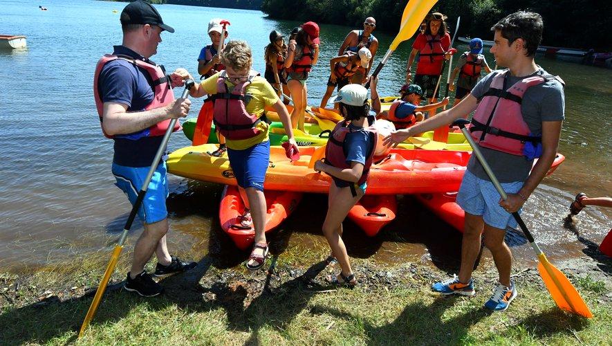 Le ministre (à g.) et le secrétaire d'État ont partagé un long moment de détente, en canoë, avec les enfants.