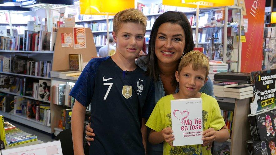 Marie Pons aux côtés de jeunes lecteurs, pour transmettre l'Espoir....