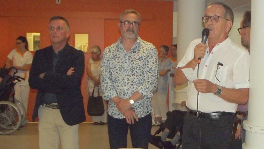 Jean Sadoul, très ému lors de son intervention, aux côtés de son successeur Philippe Pecqueur et du maire Jean-Philippe Sadoul.