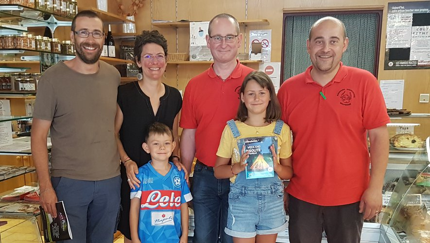 Jérôme et Mickael DELPHIEUX avec l'heureux gagnant et sa famille