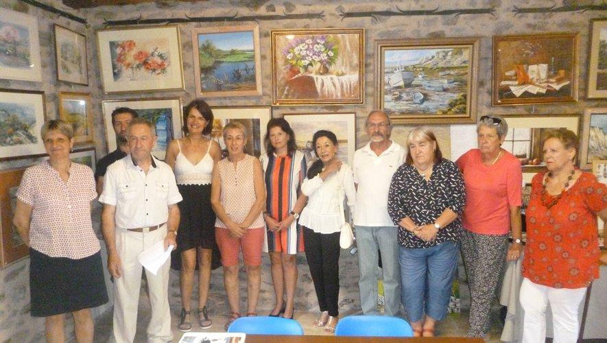 Une partie des exposants au côté de Sébastien Lacombe, président du comité des fêtes, accompagné de Nadine Cayronla fidèle responsable de l'exposition et de Christian Lacombe, maire.