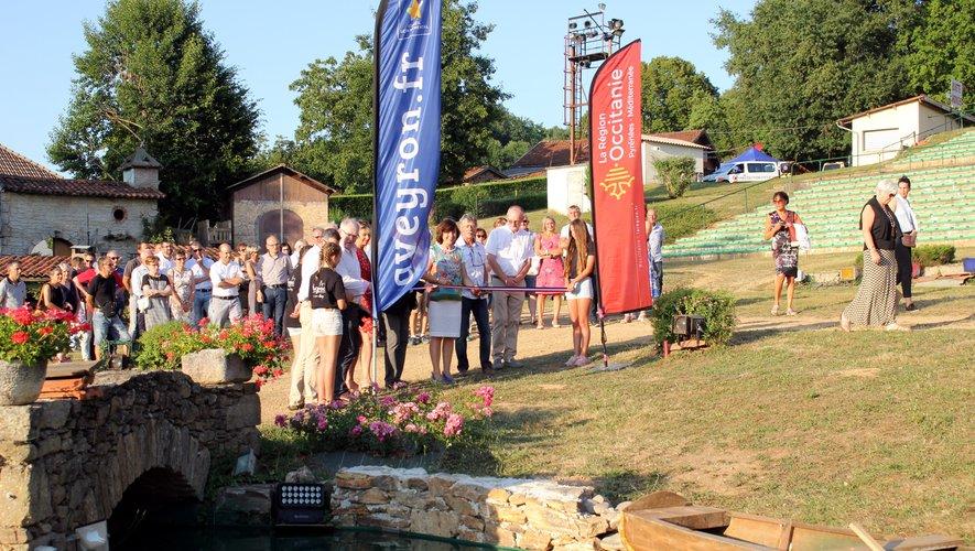 Lors de l'inauguration du plan d'eau par Carole Delga.