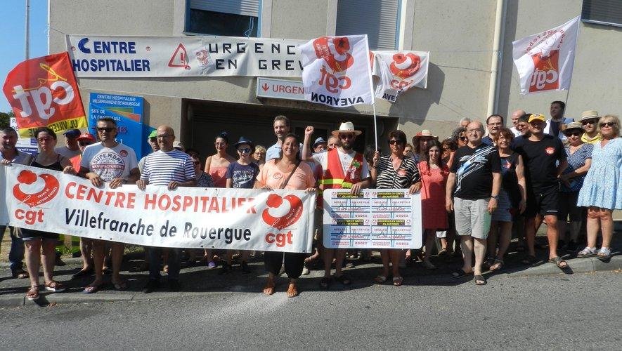 Le rassemblement de la CGT, devant les urgences, a mobilisé une quarantaine de personnes.