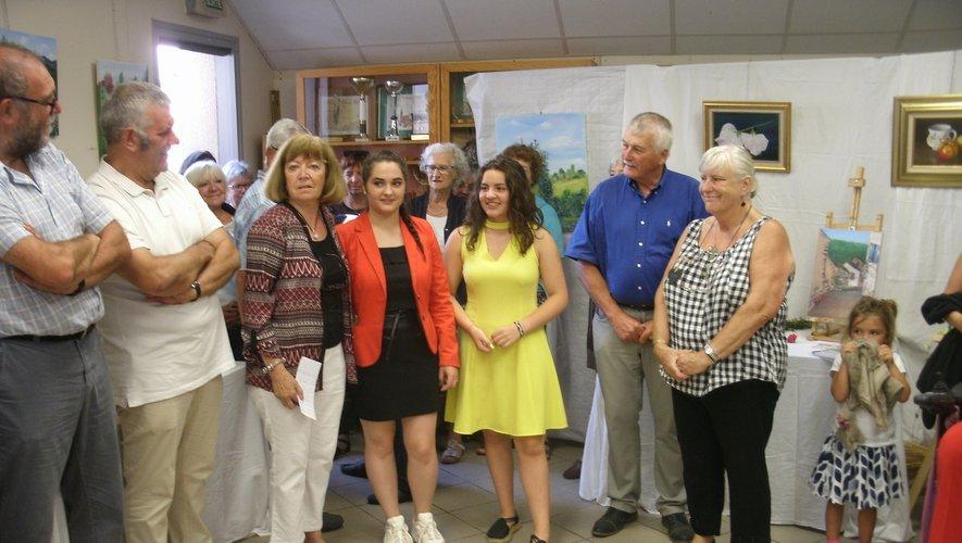 Laurette entourée de ses élèveset des élus