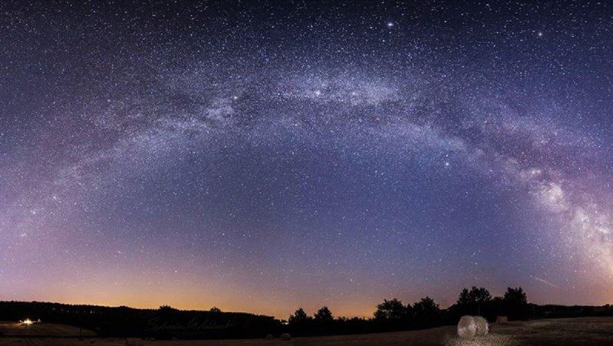 Les étoiles sont éclairées pour que chacun puisse un jour retrouver la sienne. (Saint-Exupéry)