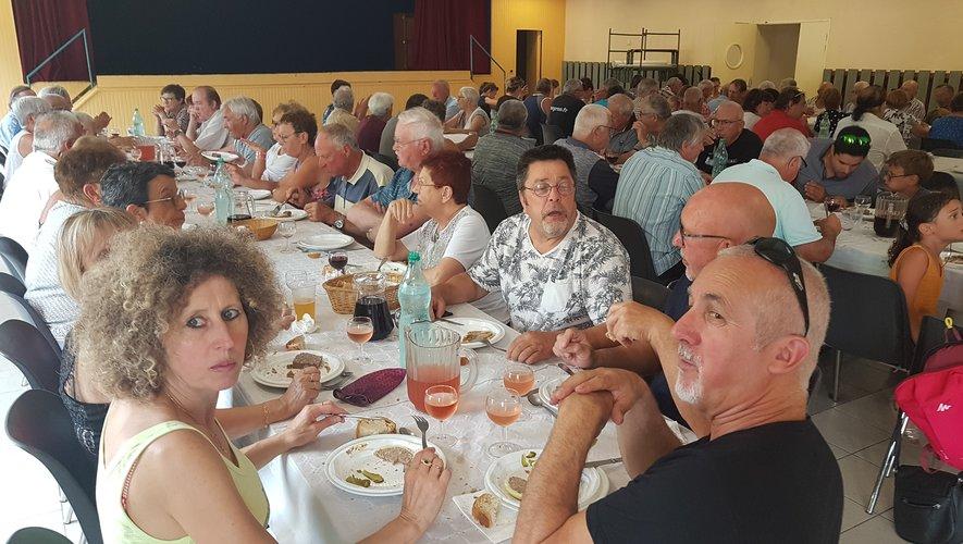 Une centaine de convives pour le repas des chasseurs