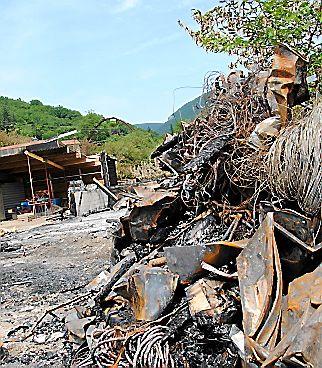 L'incendie a ravagé le bâtiment administratif. (L. V.)