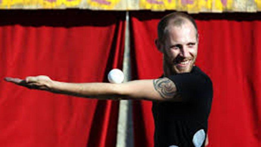 Slam et des balles, jeudi 1er août dans le cadre du Festival Anim'Argence, spectacle gratuit.
