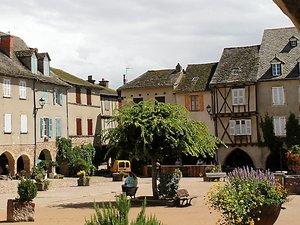 Au programme aujourd'hui, la visite de  la bastide de Sauveterre-de-Rouergue.