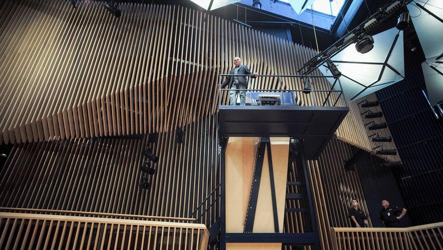 Le cadre tout en métal de cet instrument, présenté comme le plus grand du monde par son créateur David Klavins, un Allemand d'origine lettone, atteint six mètres