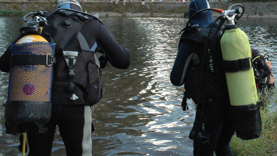 Des plongeurs ont été appelés sur les lieux.